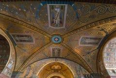 Cripta dentro de la catedral de la basílica en Monte Cassino Abbey Italia Imágenes de archivo libres de regalías