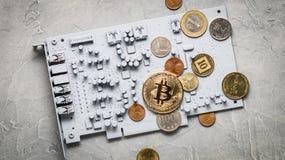 Cripto-moedas da perspectiva: moedas em uma placa de circuito impresso da cor cinzenta com outras moedas Foto de Stock