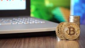 Cripto-Währung Bitcoin-Münzen stock footage