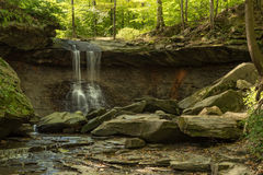 Crique bleue de Hen Falls et de ressort Photos libres de droits