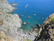 Crique dans la côte vermeille Photos libres de droits
