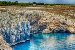crique dans la plage rocheuse sur la Mer Adriatique Photos libres de droits