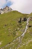 Crique dans les montagnes photo stock