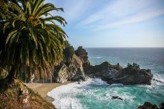 Crique de cascade de Big Sur Photographie stock libre de droits