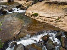 Crique de chêne en stationnement d'état de roche de glissière Image libre de droits