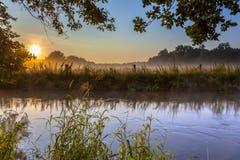 Crique de Dinkel avec le brouillard le début de la matinée Image stock
