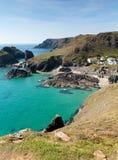 Crique de Kynance le lézard les Cornouailles Angleterre R-U avec la mer d'espace libre de bleu de turquoise Photos libres de droits