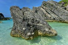 Crique en fer à cheval de baie - Bermudes photo stock