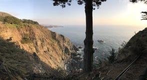 Crique et littoral en lambeaux de point en septembre 2017 Image libre de droits