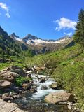 Crique sur les Alpes Photo libre de droits