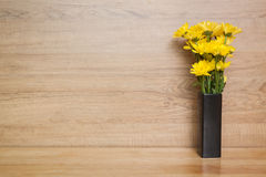 Crisantemo giallo del fiore in vaso Immagine Stock