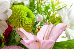 Crisantemo verde e mazzo medio di Alstroemeria dei fiori Fotografie Stock Libere da Diritti