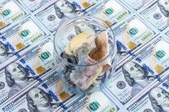 Crise économique ukrainienne : hryvnia de cours des devises au dollar Photo stock