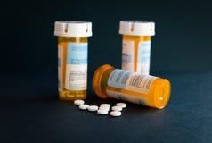 Crise d'Opioid - bouteille ouverte de calmants de prescription Assurance-maladie, overdose images libres de droits