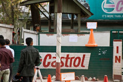 Crise da falta da gasolina em Kathmandu, Nepal Fotografia de Stock Royalty Free