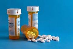 Crisi dell'oppioide - bottiglia aperta degli antidolorifici di prescrizione Assistenza sanitaria statale, dose eccessiva Fotografia Stock Libera da Diritti