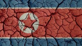 Crisi politica o crepe ambientali del fango di concetto con la bandiera della Corea del Nord fotografia stock libera da diritti