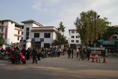 Crisis de la escasez de la gasolina en Katmandu, Nepal Imágenes de archivo libres de regalías