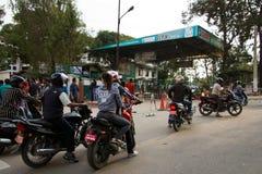 Crisis de la escasez de la gasolina en Katmandu, Nepal Fotos de archivo libres de regalías