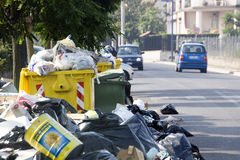Crisis de los desperdicios en Nápoles Imagen de archivo libre de regalías