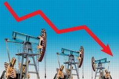 Crisis del precio del petróleo Ejemplo del gráfico de la caída de precios del aceite Fotos de archivo