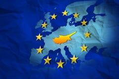 Contorno de Chipre en el mapa arrugado de la unión europea Foto de archivo libre de regalías