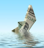 Crisis. nave del dinero en agua Imagen de archivo libre de regalías