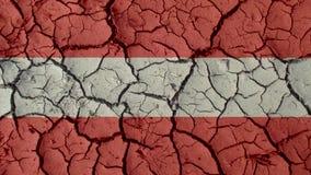 Crisis política o grietas ambientales del fango del concepto con la bandera de Austria imagen de archivo