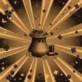 Crisol con las monedas y los tréboles Foto de archivo libre de regalías