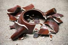 Crisol de arcilla quebrado Fotografía de archivo