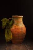 Crisol de cerámica de la vendimia Fotos de archivo libres de regalías