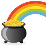 Crisol de oro en el extremo del arco iris Foto de archivo libre de regalías