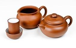 Crisol del té de la arcilla con los accesorios Fotos de archivo