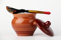 Crisol y cuchara de cerámica Imágenes de archivo libres de regalías