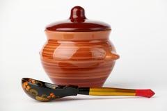 Crisol y cuchara de cerámica Fotos de archivo libres de regalías