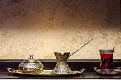 Crisol y taza turcos del té Foto de archivo