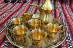 Crisol y tazas árabes del coffe Foto de archivo libre de regalías