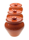Crisoles de cerámica para cocinar aislada en blanco Fotografía de archivo