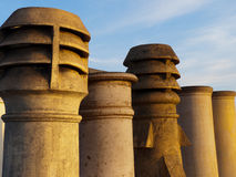 Crisoles de chimenea en el edificio de la herencia Fotos de archivo libres de regalías
