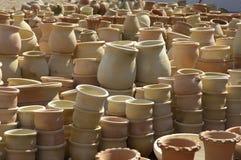 Crisoles en un mercado de Oriente Medio Imagen de archivo libre de regalías