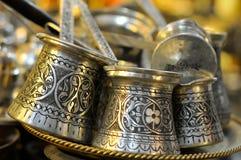 Crisoles tradicionales de cobre del café Imágenes de archivo libres de regalías