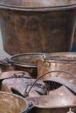 Crisoles y cacerolas viejos Imagen de archivo libre de regalías