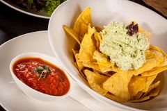 Crisp corn nachos with guacamole sauce Royalty Free Stock Photos