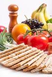 Crispbread с свежими фруктами и овощами Стоковые Изображения RF