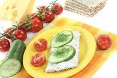 Crispbread with cream cheese, cucumber and dill Royalty Free Stock Photos