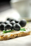 Crispbread with fromage, olives and herbs Royalty Free Stock Images