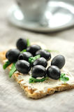 Crispbread with fromage, olives and herbs Stock Photography