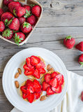 Crispbread with peanut butter and fresh strawberries, rustic, su Royalty Free Stock Photos