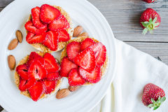 Crispbread with peanut butter and fresh strawberries, rustic, su Stock Photos