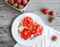 Crispbread with peanut butter and fresh strawberries, rustic, su Stock Photography